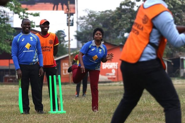 ROTARIANS GET INTRODUCED TO CRICKET BY THE CRICKET CRANES